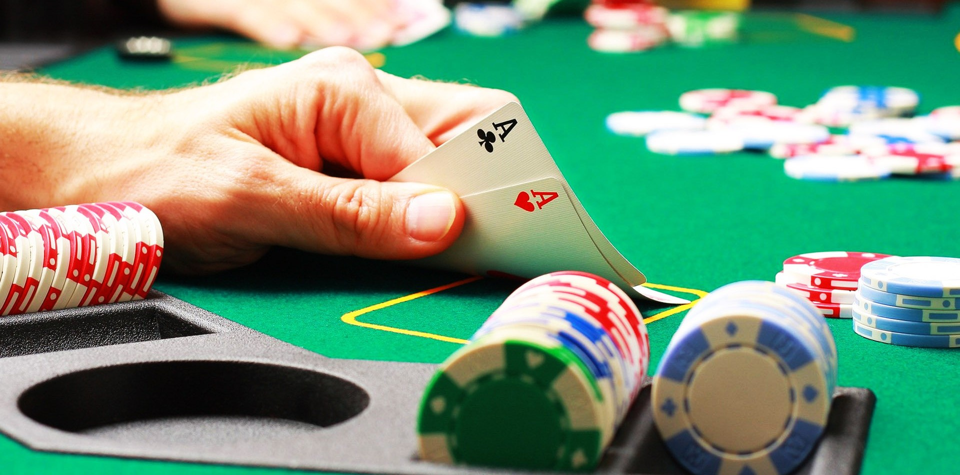 What is Rake back in Poker?