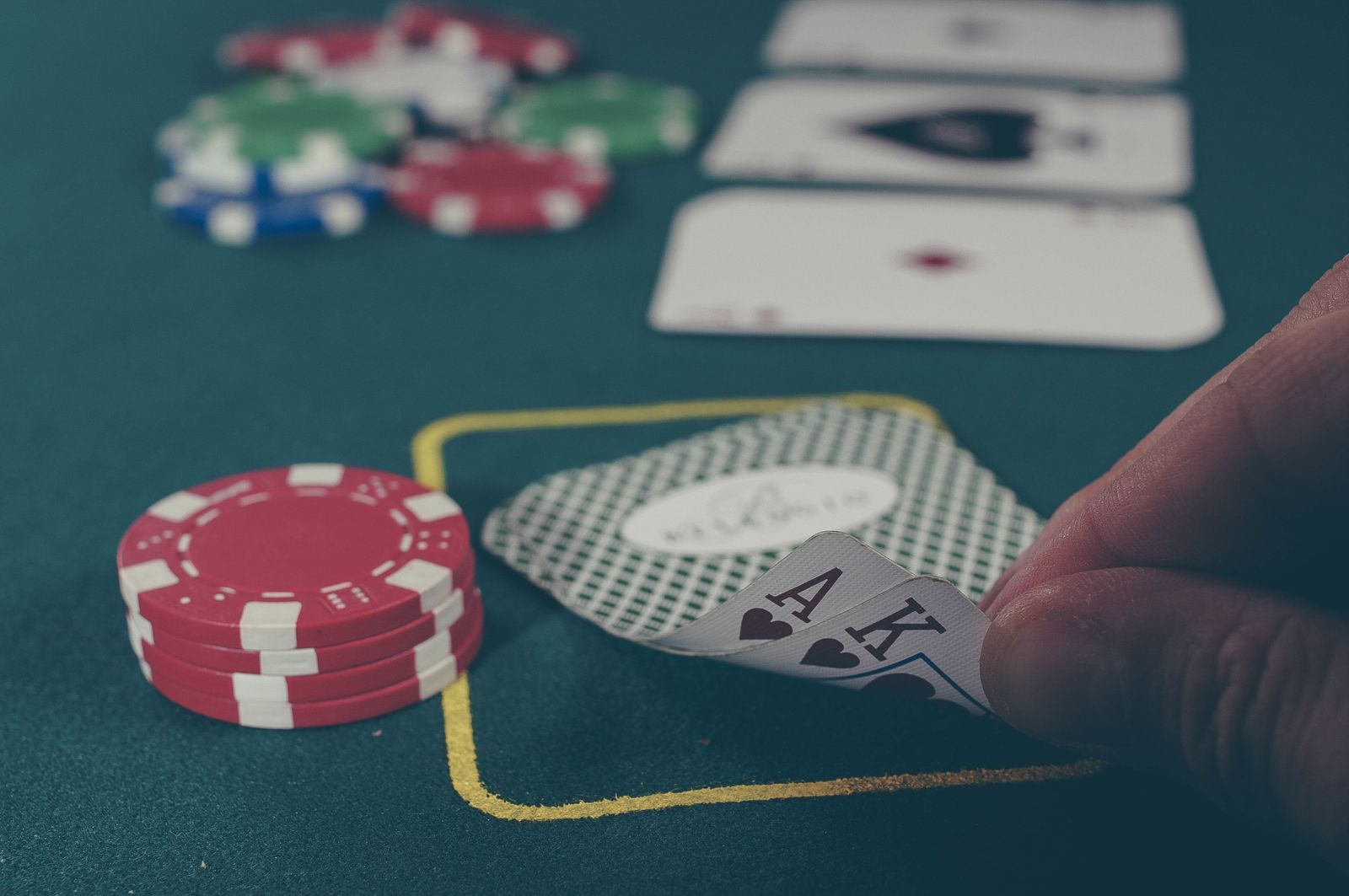 Who Else Desires To Know The Thriller Behind Online Gambling?